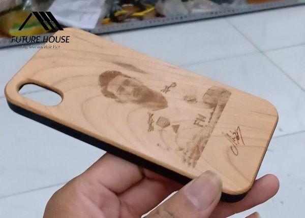 Ốp lưng gỗ hình Ramos